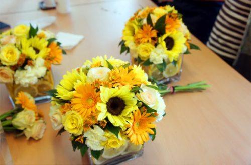 Cách cắm hoa cúc vàng để bàn thờ dễ thực hiện