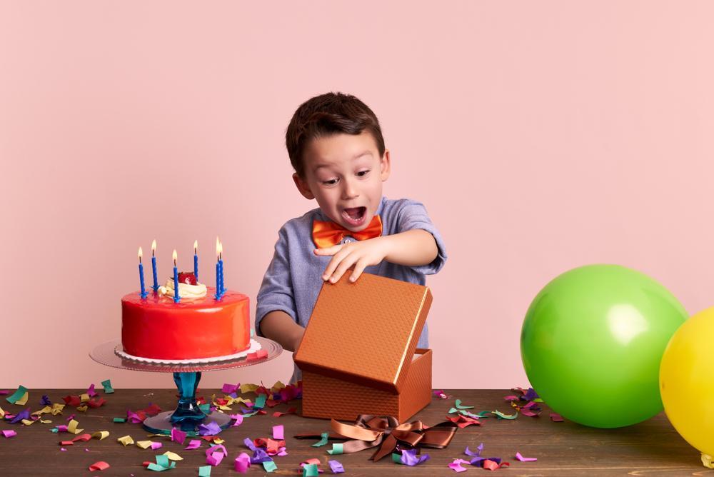 Gợi ý quà tặng sinh nhật cho em trai phù hợp và ý nghĩa nhất