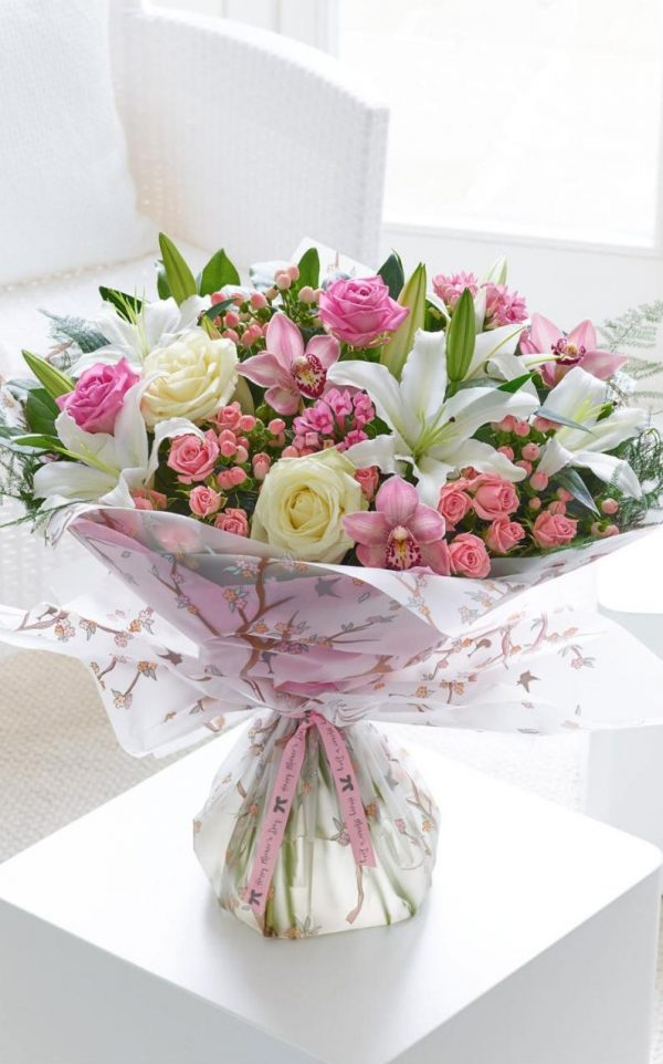Tốt nghiệp nên tặng hoa gì là ý nghĩa nhất?